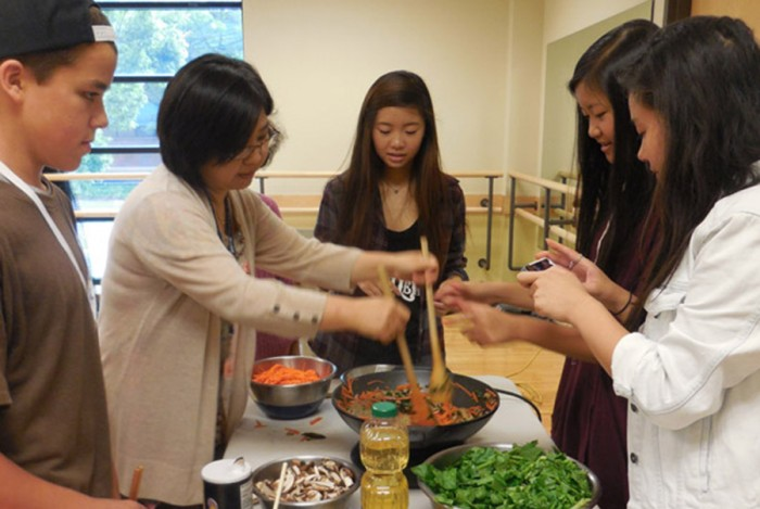 YouthCAN participants cook Korean food for elders at the International Community Health Services during the Summer 2014 culinary arts session. (Photo by Minh Nguyen)