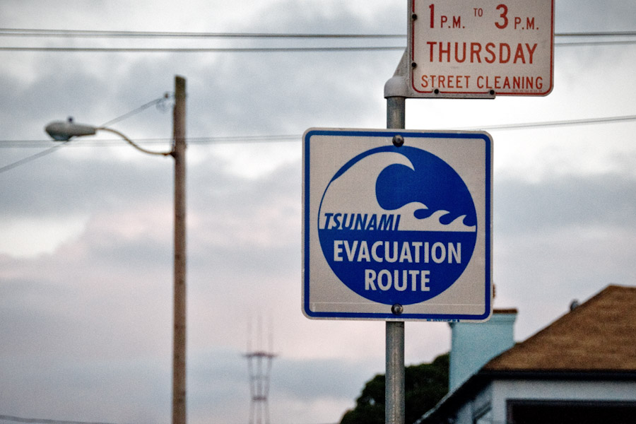 Tsunami hazard signs line the West Coast of the US. (Photo from Flickr by Daniel Hoherd)