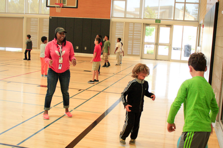 Maya Williams supervises children in a drop-in program at the Rainier Beach Community Center during the teacher's strike. (Photo by Goorish Wibneh)