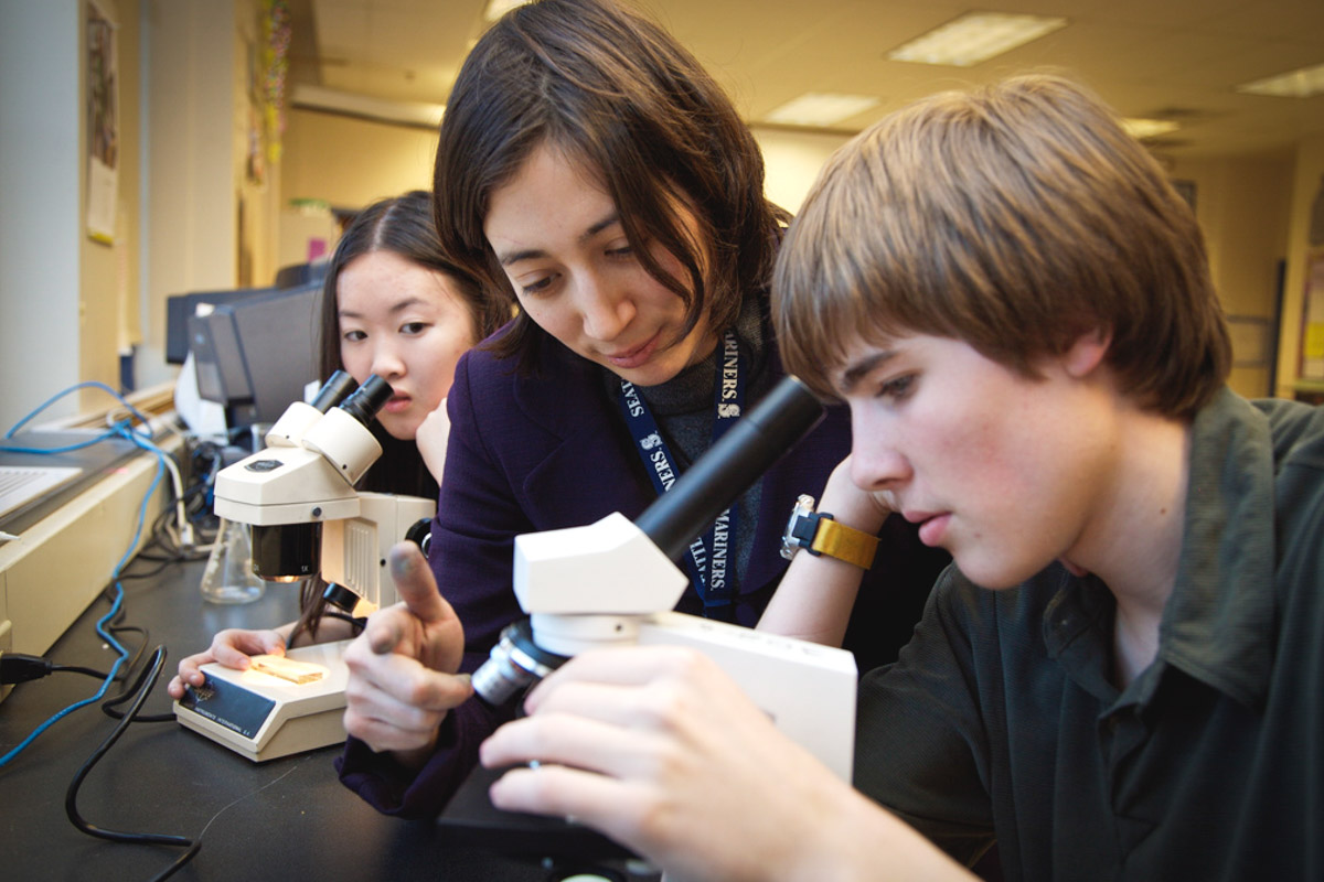 Garfield High School students and teachers in a science class. (Photo from Flickr by NWABR)
